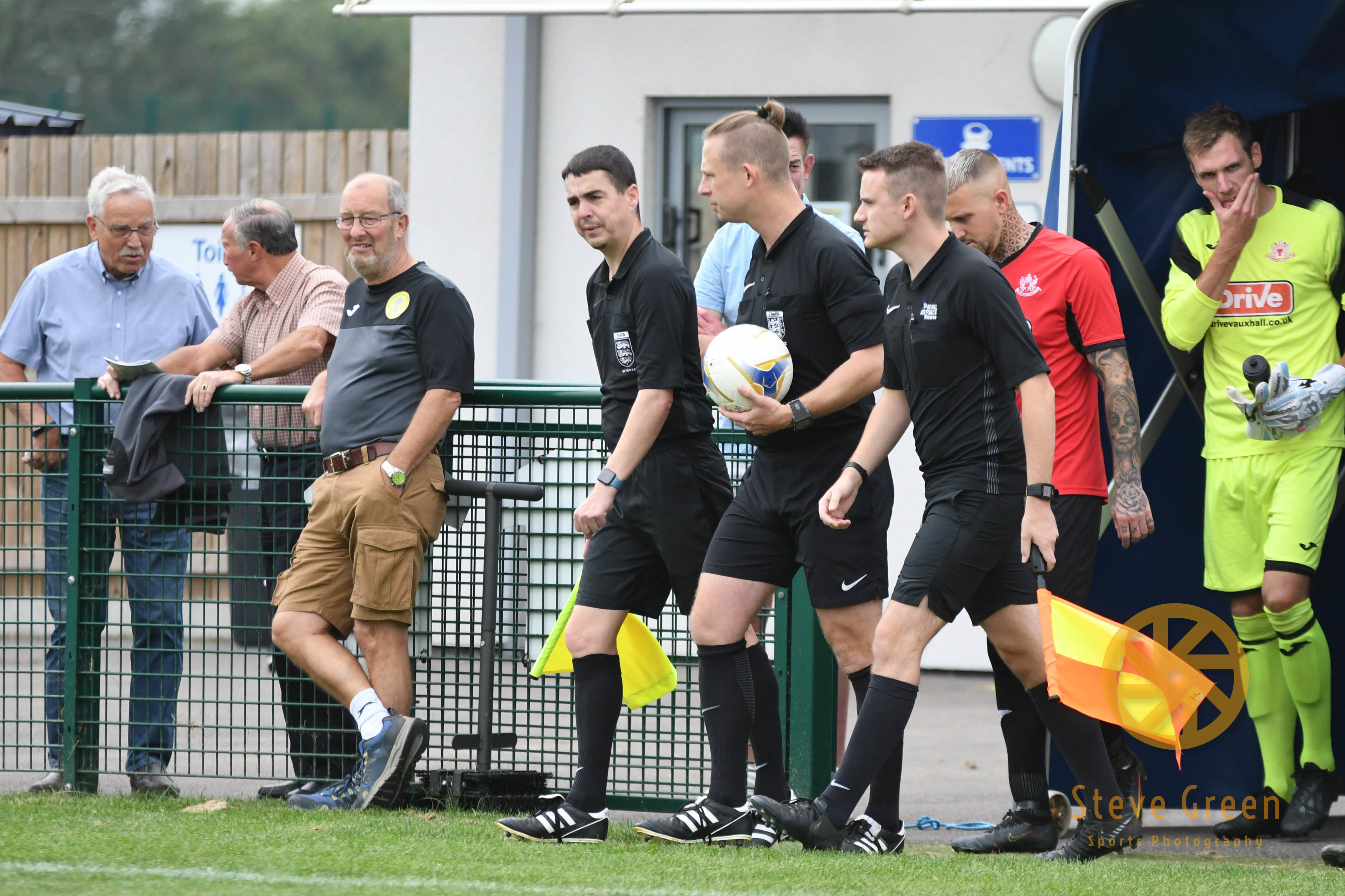 Photos from Royal Wootton Bassett Town's 2-0 win against Thornbury (Credit: Steve Green)